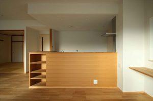 既存のキッチンに造作収納を組み合わせた事例